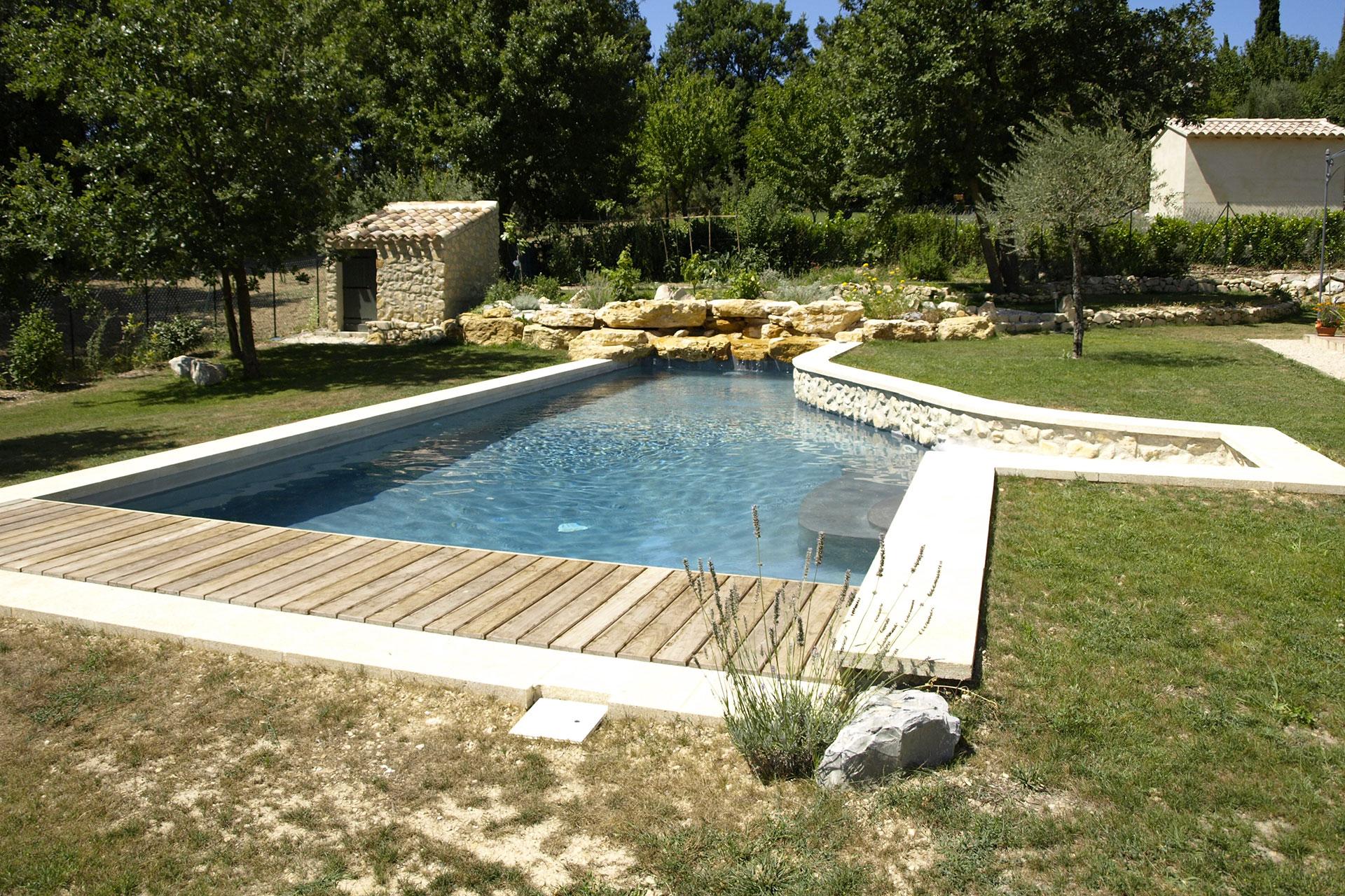 Piscine Beton Avec Plage Immergée piscine béton avec plage et cascade en pierre à aubignan