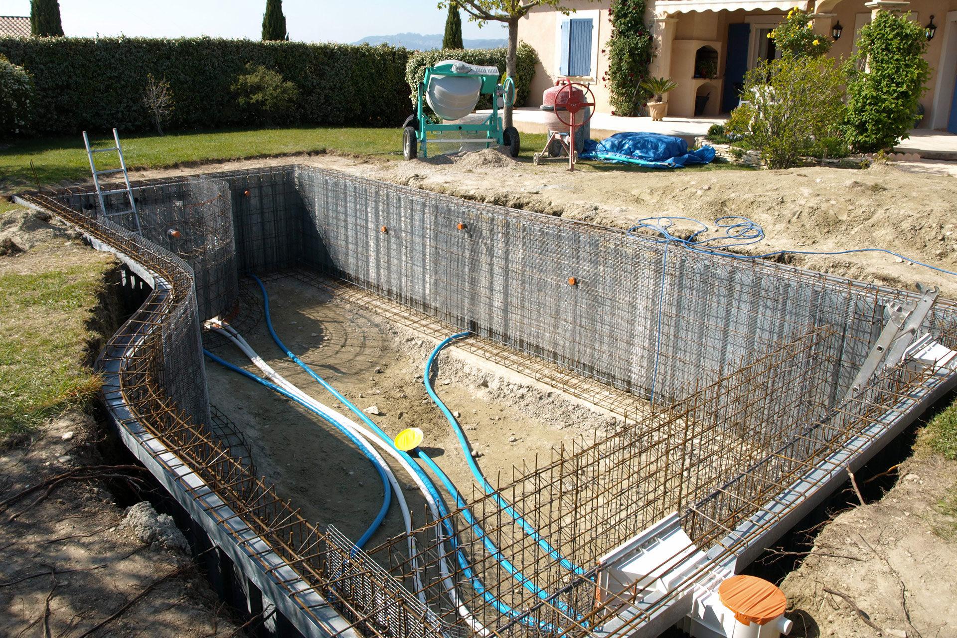 Construction D Une Piscine construction - blue pool concept - construction de piscines -
