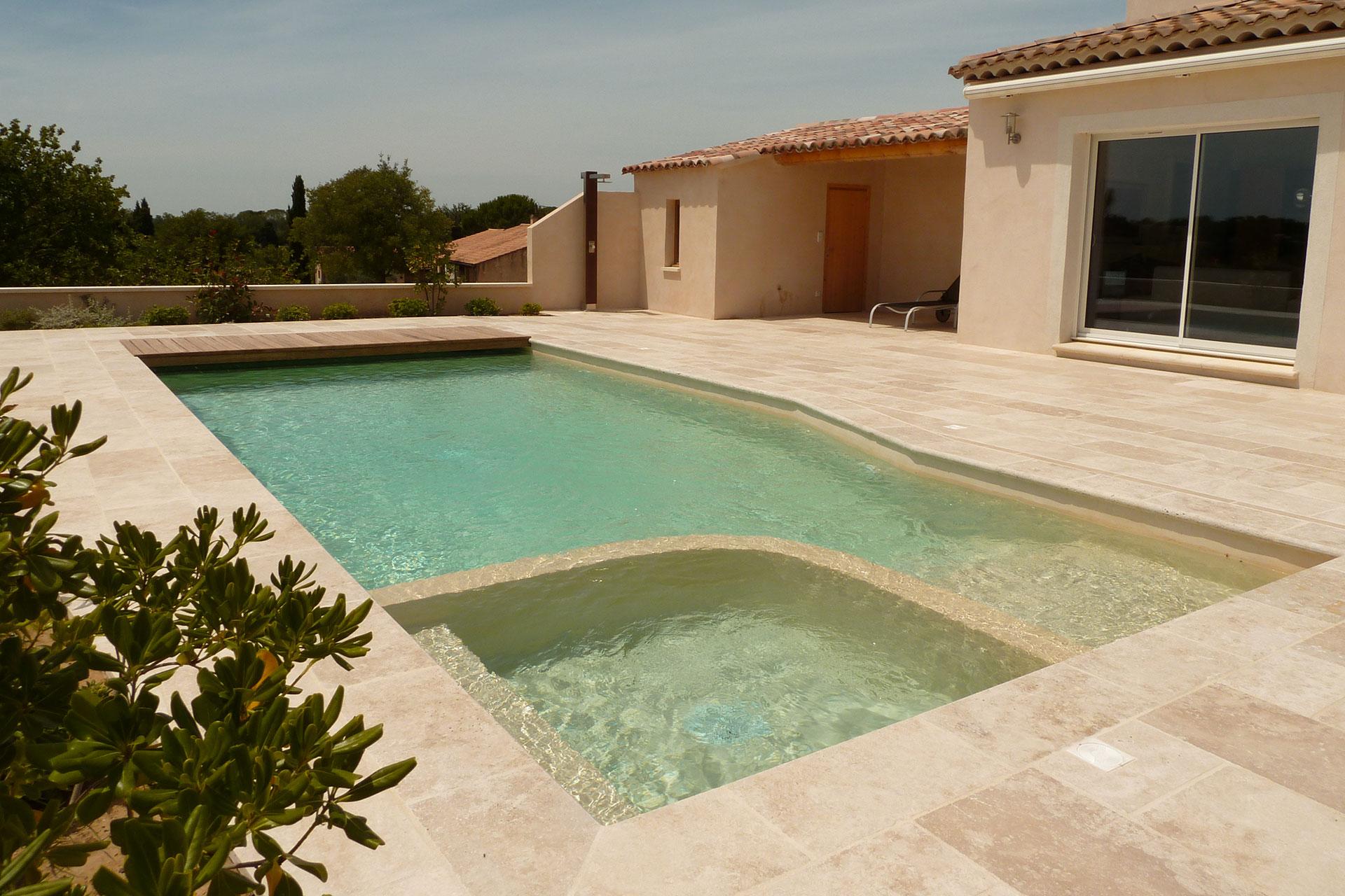 Piscine Beton Avec Plage Immergée piscine monobloc béton à beaumes de venise - blue pool